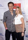 LOS ANGELES - 21 de abr: SEAMUS DEVER & JULIANA banda de TV anual 2º bloco partido em Wisteria Lane