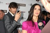 LOS ANGELES - APR 7: Demi Moore, Ashton Kutcher op de première van 'The Joneses' op de ArcLight de