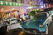 Ford Thunderbird en Avalon Hotel