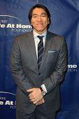 NOVA YORK-JAN 24: Jogador antigo MLB Hideki Matsui frequenta o 10º aniversário Joe Torre segura em casa