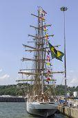 Brasileiro alto navio Cisne Branco visita nova york durante a frota semana 2012
