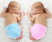 picture of twin baby girls  - Newborn twin babies - JPG