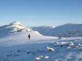 mittlerweile nur noch oben der Dow Kletterfelsen englischen Lake District im Winter einsame walker