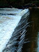 Vertedero en Río Kelvin