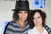 WEST HOLLYWOOD - MAR 15: Linda Perry, Sara Gilbert at An Evening with Women kick-off concert present
