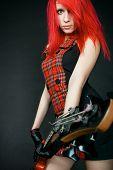 Rothaarige Mädchen mit Gitarre