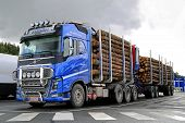 Volvo FH16 700 Timber Truck And Log Trailer