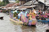 Samut Prakarn,thailand-october 7, 2014:the Lotus Giving Festival(rab Bua) In Samut Prakarn,thailand.