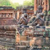 picture of guardian  - Angkor Banteay Srei temple guardian statues - JPG