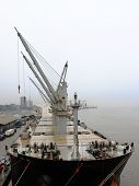 picture of truck-stop  - Ship in rainy weather stopped the unloading of the goods - JPG