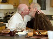 pareja gay besos