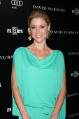 LOS ANGELES - OCT 18:  Julie Bowen arriving at the PS Arts 20th Anniversary Event at the Sunset Towe