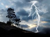 image of lightning bolts  - Large lightning bolt crossing the stormy sky  - JPG
