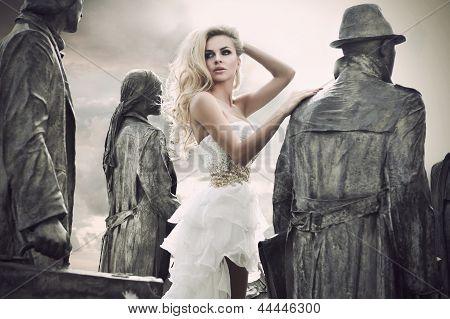 Постер, плакат: Выстрел мода молодой женщины, холст на подрамнике