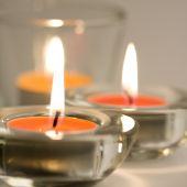 Tres velas llameante