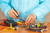 Master solder electronic board in service workshop