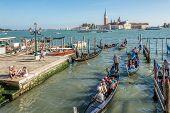 Start Tour Venetian Canal