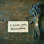 a bunch of lavender flowers and a note with the text I love you, grandma on a wooden table