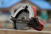 picture of sawing  - Close - JPG