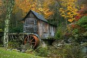 Herbst bei der Getreidemühle