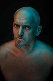 pic of madman  - The head of a bald man - JPG