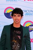LOS ANGELES - JUL 22:  Joe Jonas arriving at the 2012 Teen Choice Awards at Gibson Ampitheatre on July 22, 2012 in Los Angeles, CA