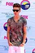 LOS ANGELES - JUL 22:  Justin Bieber arriving at the 2012 Teen Choice Awards at Gibson Ampitheatre o