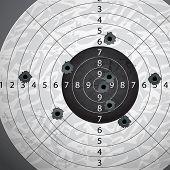 Pistola de bala en el blanco de papel