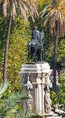 Постер, плакат: Plaza Nueva Фердинанд статуя Севилья Андалусия Испания