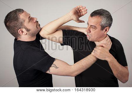 Постер, плакат: Street Fighting Self Defense Technique Against Holds And Grabs, холст на подрамнике