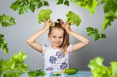 Постер, плакат: Girl Eats Vegetables