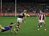 MELBOURNE - SEPT. 18: Nick Riewoldt (2nd from L) of St Kilda handballs to a teammate in their win ov