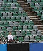 MELBOURNE, Austrália - 27 de janeiro: Um único ventilador Margaret Court Arena no Australian Open 2010