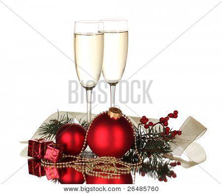 Постер, плакат: Два бокала с рождественские украшения на белом фоне, холст на подрамнике