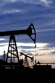 pic of oil well  - oil well - JPG