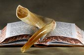 foto of rabbi  - Shofar and a Bible  - JPG