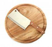 cortadora de carne en el tablero de corte aislado en blanco