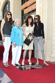 LOS ANGELES - AUG 22: Valerie Bertinelli, Betty White, Jane Leeves, Wendy Malick as Valerie Bertinel