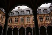 Troca de idade, Lille, França