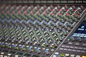 Grande música Mixer mesa no estúdio de gravação