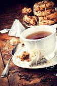 Hora del té. Té negro y galletas