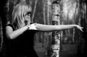 Mädchen in den Wäldern