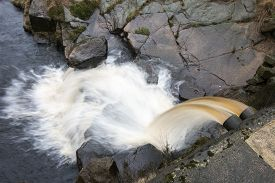 picture of chute  - Overflow chute with runningh water from a small dam built to catch the water of a moorland stream - JPG