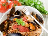 pasta with mussel and tomato sauce
