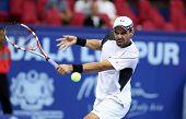 KUALA LUMPUR - 28 de septiembre: Alejandro Falla (Col) juega a su partido de cuartos de final en el ATP Tour Malasia