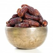 Постер, плакат: Даты Курма сушеные плоды финиковой пальмы Рамадана еда которая едят в месяц поста для мусульманина Куча