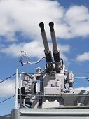 Niederhaltung Waffen alte Vintage Navy Battleship Blue Sky