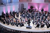 Moskou - 8 SEPTEMBER: IV Grand Festival van Russisch Nationaal Orkest in Tsjaikovski Concert Hall, o