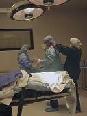Gowning para cirurgia