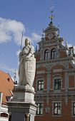 House Of The Blackheads And Statue In Riga